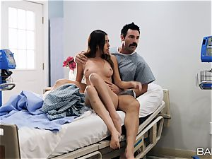 Melissa Moore jizzed on by suspended patient in clinic