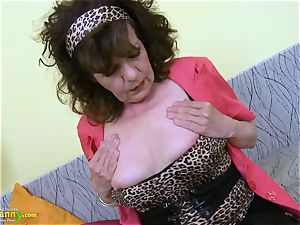 OldNannY fur covered granny slit playing onanism