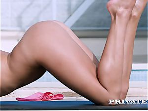 flexible Ally Breelsen gets bum penetrated