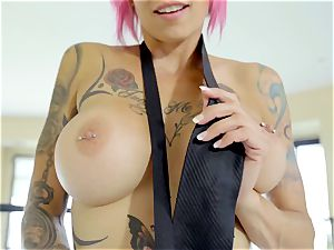 My nice inked paramour Anna Bell Peaks luvs my trunk