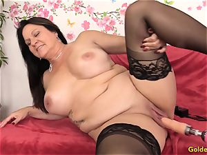 Mature Leylani cock torn up by a Machine