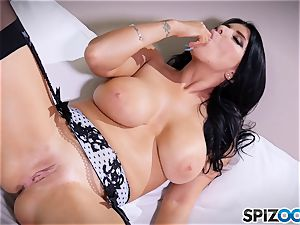 cougar Romi Rain messing with her cooter