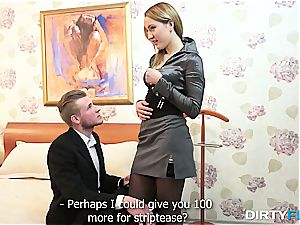 beautiful light-haired courtesan gets some spunk on her belly