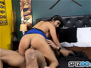 Gabby Quinteros wedged in her vag by two dudes