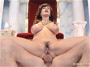 luscious milf Lisa Ann is queen of exclusive fucking