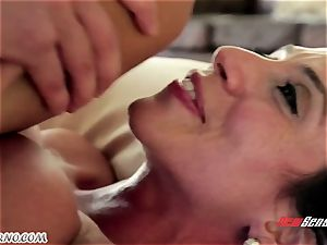 The bod massage from a mature woman mexican Ariella Ferrera for youthfull boy