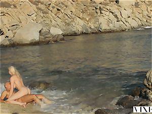 VIXEN Kendra Sunderland sultry hook-up on a beach