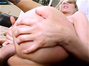 Julia Ann getting her gaping slot spread