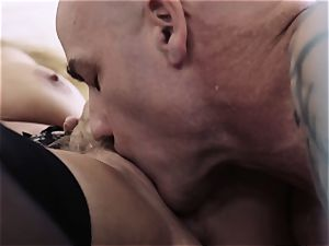 whorish milf gives her hubby a pummel to recall